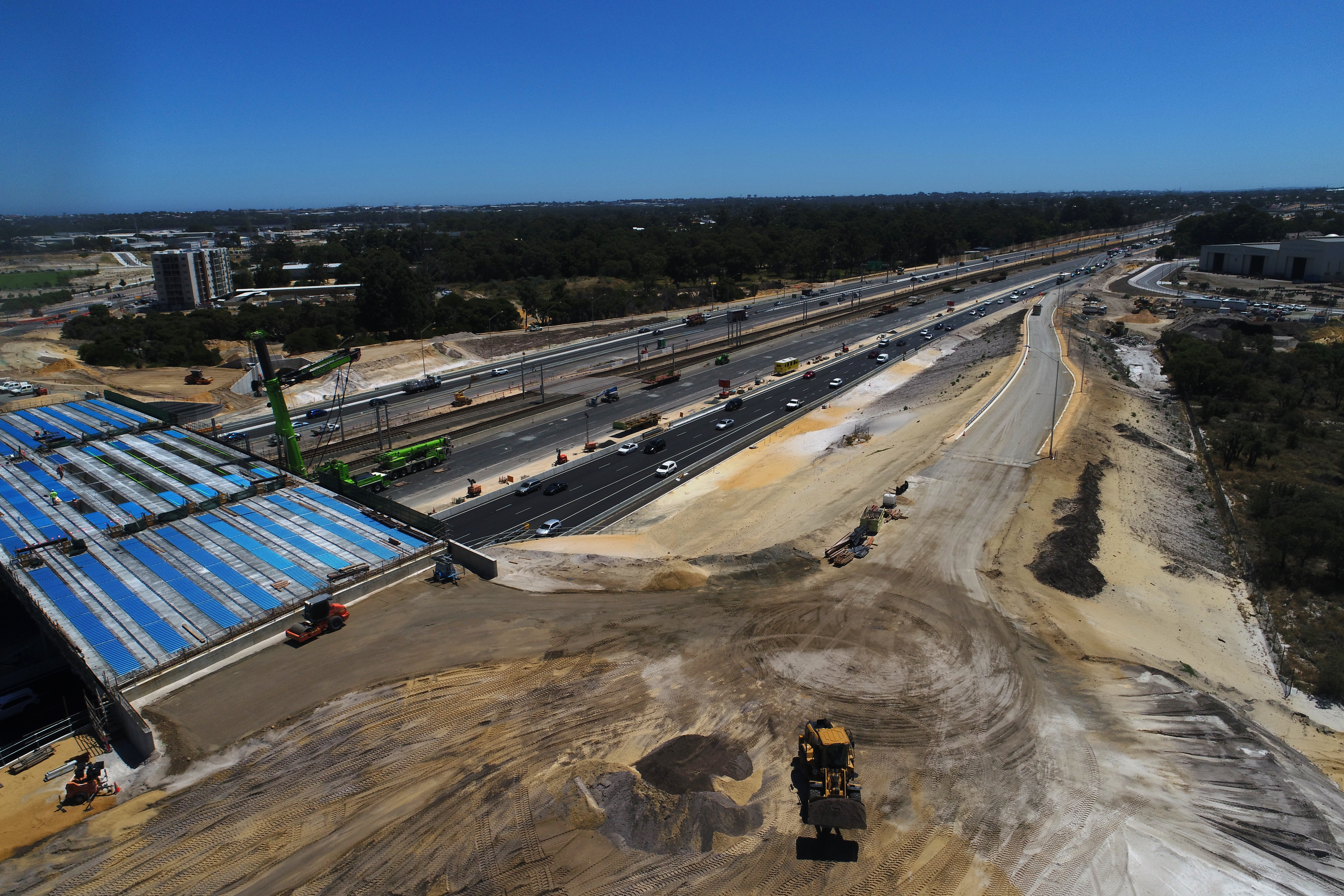 Newly constructed off-ramp from Kwinana Freeway southbound to the new bridge